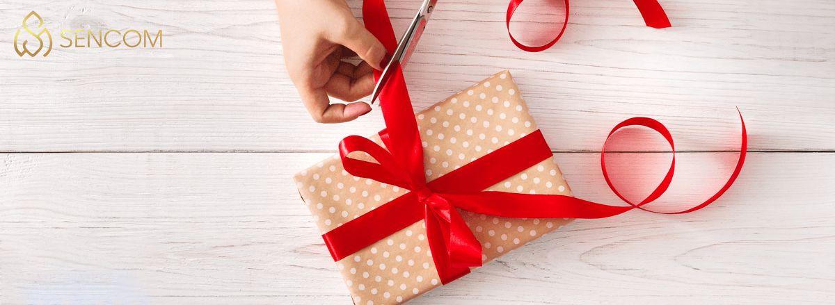 Nếu bạn đang băn khoăn trong việc lựa chọn quà tân gia cho sếp thì hãy cùng Sencom tham khảo qua ngay top 10 món quà sang trọng và ý nghĩa...