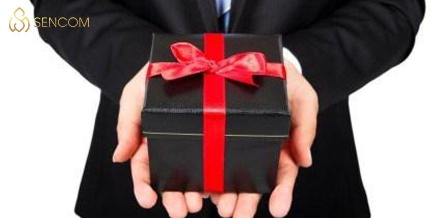 Nếu bạn đang muốn tìm một món quà tặng tân gia giá rẻ nhưng đầy ý nghĩa, độc đáo thì không thể bỏ qua bài viết gợi ý sau đây của Sencom...