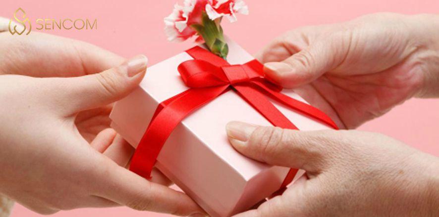 Nếu bạn đang phân vân trong việc lựa chọn quà tặng dành cho người thân, bạn bè thì hãy cùng Sencom điểm qua 20+ món quà tặng ý nghĩa nhất qua bài viết...