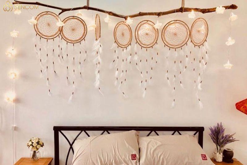 Nếu bạn đang băn khoăn tìm kiếm cách trang trí decor tường phòng ngủ độc đoá thì hãy cùng Sencom tham khảo chi tiết bài viết...