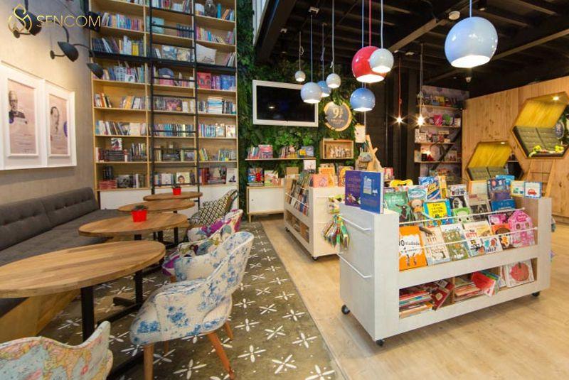 Để kinh doanh thành công một quán cà phê, ngoài chất lượng, hương vị sản phẩm thì khâu trang trí decor quán cafe cũng rất quan trọng. Nó quyết định một phần...